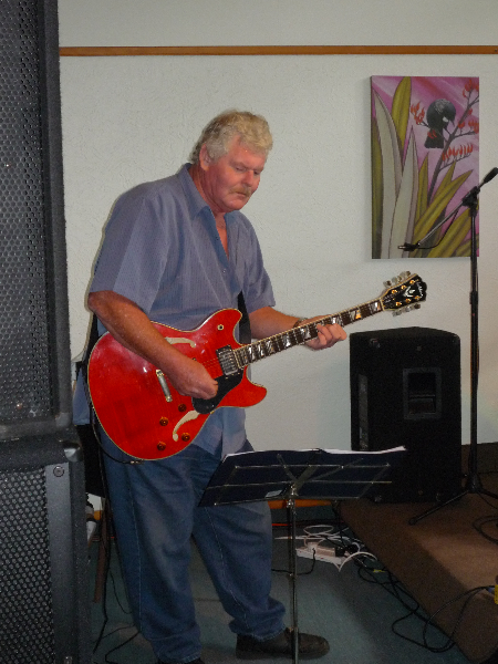 ian-andersen-lead-guitar-at-the-bay-of-island-country-music-festival-2009-010