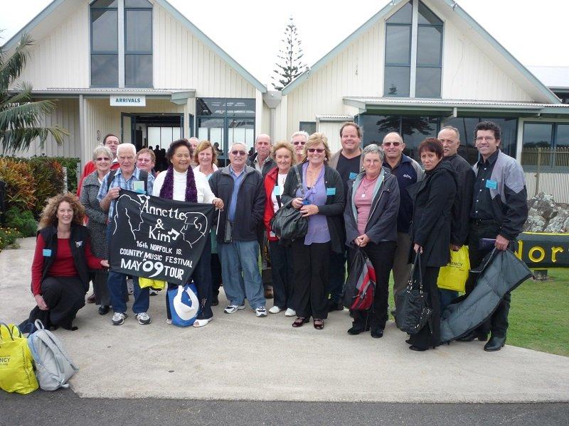 Norfolk 2009 Annette & Kim Norfolk Island Tour Group